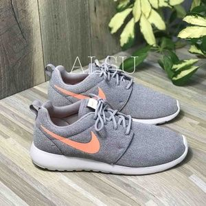 NWT Nike Roshe One Atmosphere Grey W AUTHENTIC